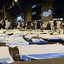 Incêndio no hospital Badim na Tijuca na Rua São Francisco Xavier pacientes são evacuados, camas chegaram a ser montadas no meio da rua, na noite desta quinta-feira (12) no Rio de Janeiro, RJ