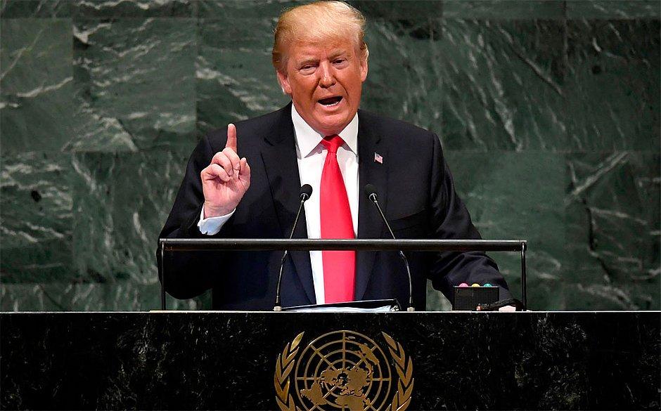 Trump anuncia que vai taxar produtos do México por causa da imigração ilegal