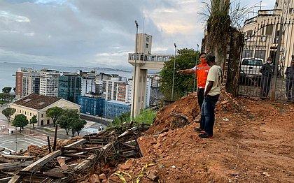 A demolição do imóvel foi concluída na tarde desse domingo e agora a empresa contratada fará a remoção do entulho