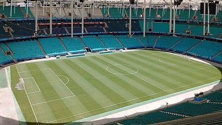 Maior estádio da Bahia, a Fonte Nova foi inaugurada em 1951. Após a tragédia de 2007, foi demolida e reconstruída para o Mundial de 2014. É a casa do Bahia e cabe 47.907 torcedores