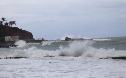 Litoral norte da Bahia pode ter ondas de até 3,5 metros nesse domingo