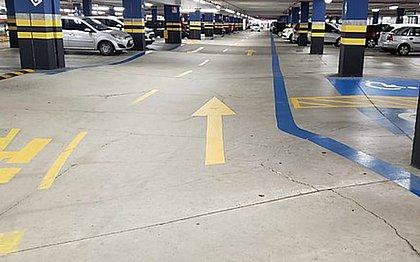 Shopping Paralela é notificado por ondulações e rachaduras em estacionamento