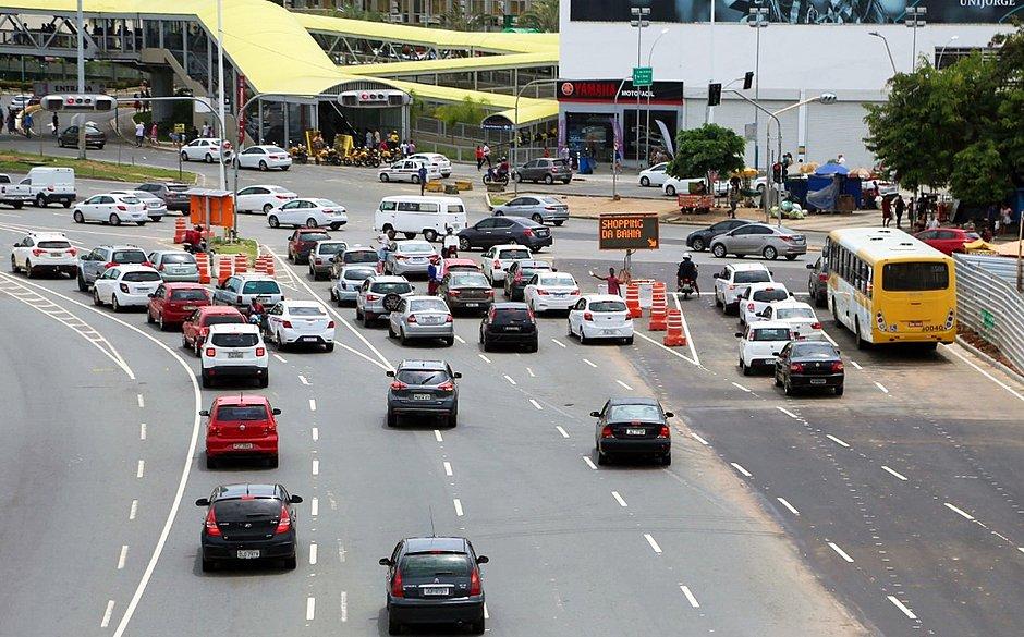 Salvador registra domingo com maior fluxo de veículos na pandemia