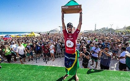 Filipe Toledo foi o campeão da etapa de Saquarema em 2019