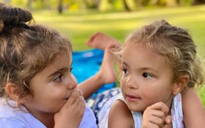 Ivete Sangalo comemora aniversário das gêmeas com foto no Instagram: 'Presentinhos'