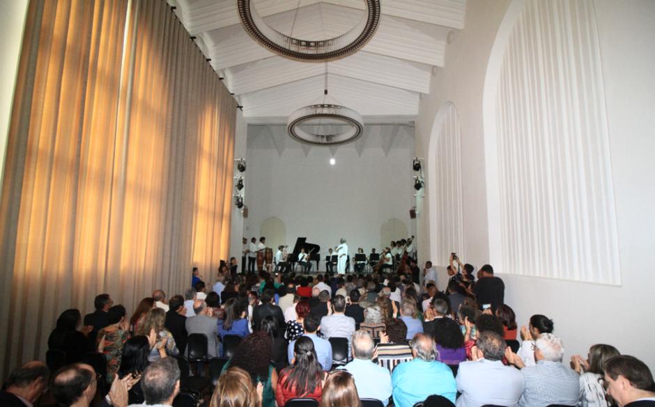 A principal sala do prédio foi batizada de Neojiba