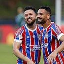 Gilberto e Rossi comemoram primeiro gol do Bahia sobre o ABC
