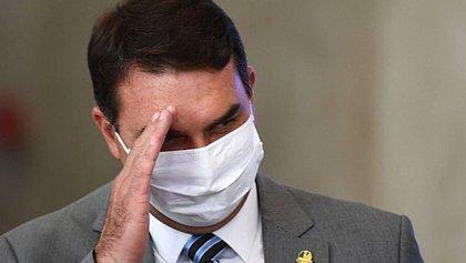 Flávio Bolsonaro nega ter voado pela FAB e ser o homem de vídeo de acidente