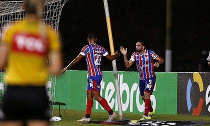 Gilberto comemora gol de número 70, que deu ao Bahia a vitória sobre o Vila Nova