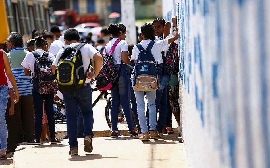 PEC do Fundeb, que amplia recursos da educação básica, é aprovada no Senado