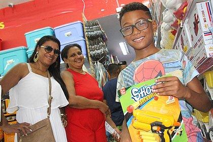 Com lojas fechadas, soteropolitanos buscam alternativas para presentes de última hora