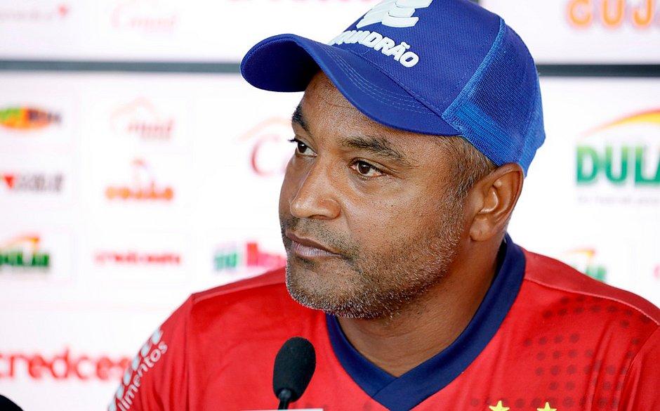 Roger tem mais 19 jogos para fazer história com o Bahia