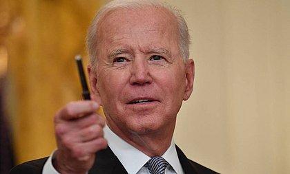 'Temos uma pandemia entre os não vacinados', diz Biden