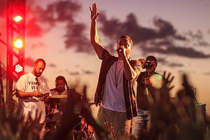 Jammil abre festival Arena Brahma no Farol da Barra