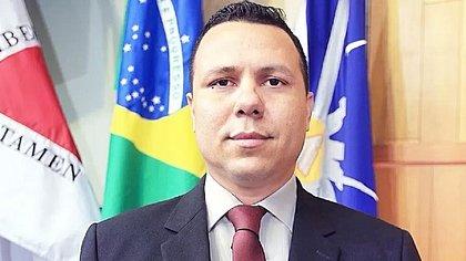 Vereador que propôs desobrigação do uso de máscara morre de covid-19