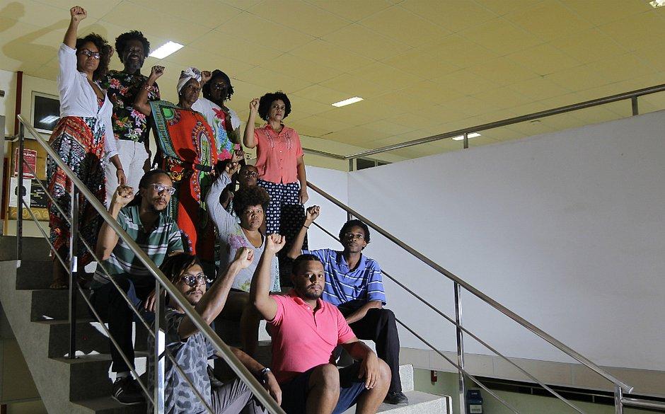 Integrantes da Organização Dandara Gusmão iniciaram debate sobre racismo (Foto: Arisson Marinho / CORREIO)