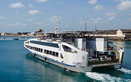 Travessia de ônibus e caminhões é suspensa no ferry-boatdurante feriadão