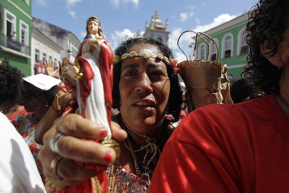 'Minha Santa é guerreira': fiéis celebram dia de Santa Bárbara no Pelourinho
