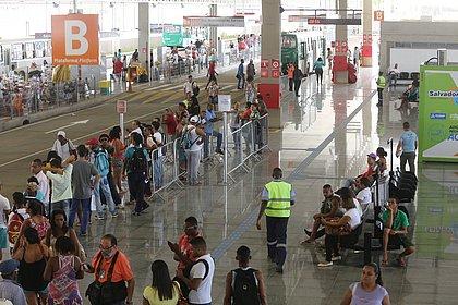 Vendedor de celulares roubados é preso com R$ 3,5 mil na Estação Pirajá