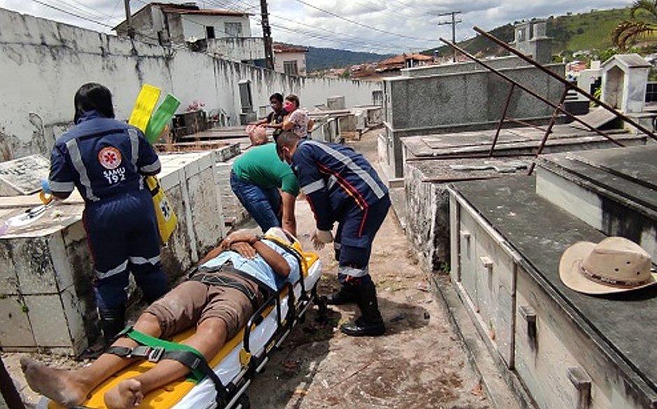 Coveiro fica ferido após acidente durante sepultamento na Bahia