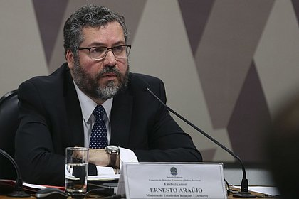 Ernesto Araújo formalizou saída da Unasul, destaca Bolsonaro no Twitter