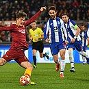 Zaniolo chuta para fazer o primeiro dos seus dois gols