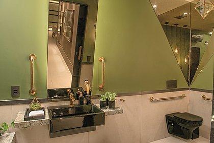 A proposta foi fazer um banheiro que fugisse do tradicional, criando uma atmosfera aconchegante e inusitada