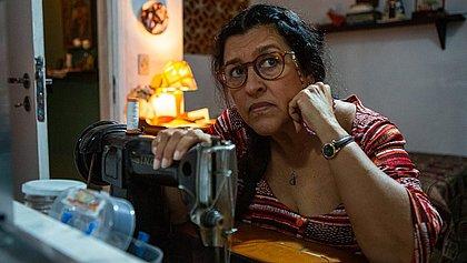 Regina Casé conta que ficou com os óculos, a bolsa e as toalhinhas de Lurdes