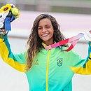 Rayssa e a medalha de prata conquistada em Tóquio-2020