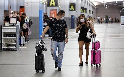 Governo brasileiro decide reabrir fronteiras aéreas para turistas