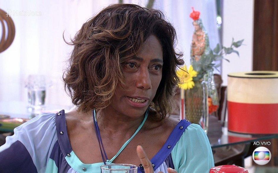 Gloria Maria passa bem após cirurgia no cérebro, diz boletim médico
