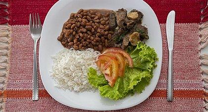 Alimentos puxam aceleração do IPCA-15 de setembro, afirma IBGE