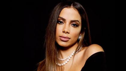"""Nas redes sociais, Anitta critica PEC do voto impresso: """"Palhaçada"""""""