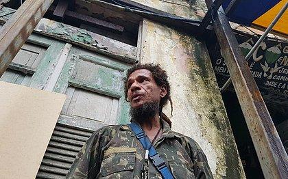 Mecânico Luiz Carlos Bastos lamenta ter que deixar imóvel