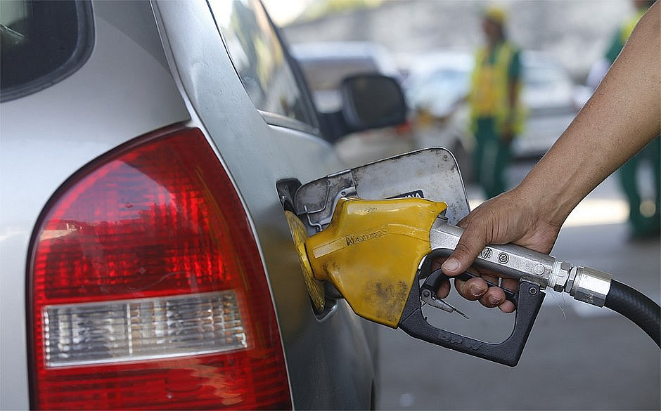 Petrobras anuncia reajuste de 12% para a gasolina; alta vale a partir do dia 21