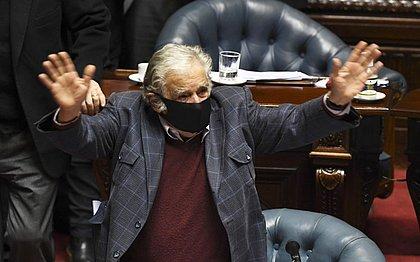 Ex-presidente uruguaio José Mujica renuncia ao Senado e abandona a política