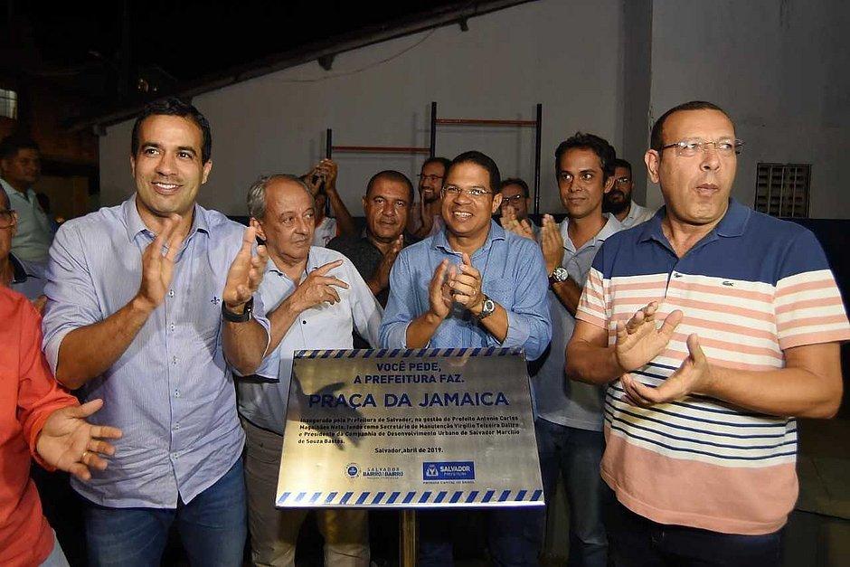 Com investimento de R$ 222 mil, prefeitura entrega praça em Sussuarana