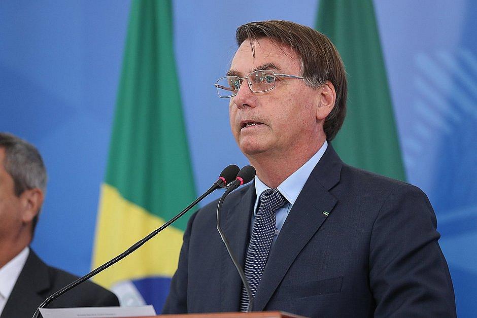 Bolsonaro defende uso da cloroquina e pede volta aos trabalhos