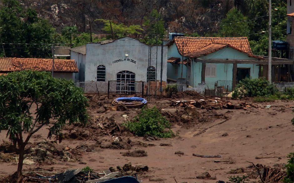 Moradores de Mariana sofrem com depressão e outras doenças: 'Meu pai morreu de tristeza'
