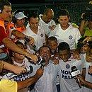 Elenco do Bahia comemora após a classificação chorada contra o Fast, na Série C 2007