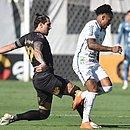 Vina, do Ceará, e Marinho, do Santos, em disputa de bola: times ficaram no 0x0