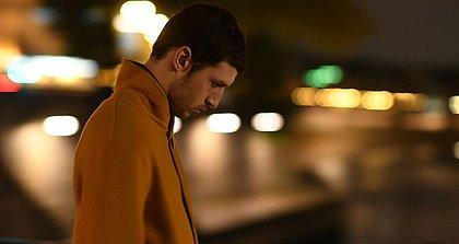 O ator Tom Mercier é refugiado Yoav no filme do diretor israelense Nadav Lapid