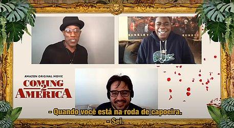 Wesley Snipes falando de capoeira para Pedro, ao lado de Tracy Morgan