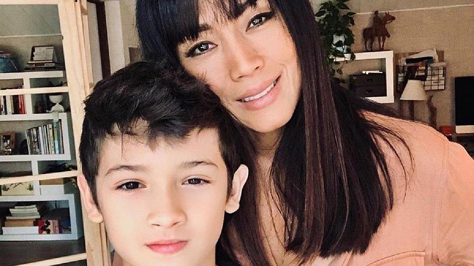 Filho de Danni Suzuki bate de bicicleta em carro e deixa bilhete: 'Desculpa'