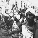 Olodum desfila em seu primeiro Carnaval, em 1980, no Pelourinho