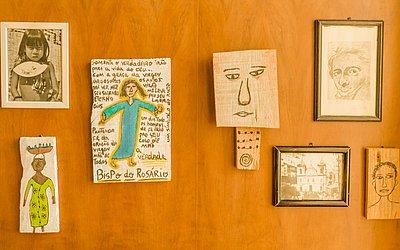 Imagens de artistas baianos fazem parte da decoração