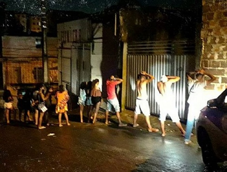 Festa com pessoas aglomeradas é encerrada pela PM em Sussuarana