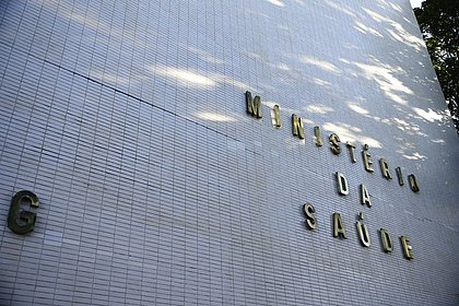 Governo anuncia dispensa de licitação para compra de vacinas Pfizer e Janssen