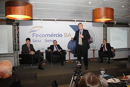 Guilherme Dietze, assessor econômico da Fecomércio-Ba, Carlos Andrade, presidente da Fecomércio-Ba, Fábio Bentes, assessor econômico da CNC, e Kelsor Fernandes, vice-presidente da Fecomércio-Ba