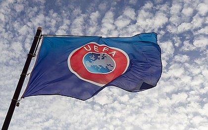 A Uefa tinha aberto processos disciplinares contra os clubes em maio